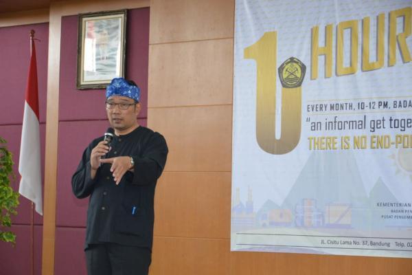 Walikota Bandung, Ridwan Kamil, Rabu (1/3), hadir dan membagikan pengalaman dalam mewujudkan visinya dalam One Hour University (OHU) yang rutin dilaksanakan oleh Badan Pengembangan Sumber Daya Manusia (BPSDM) Kementerian ESDM. (Ist)